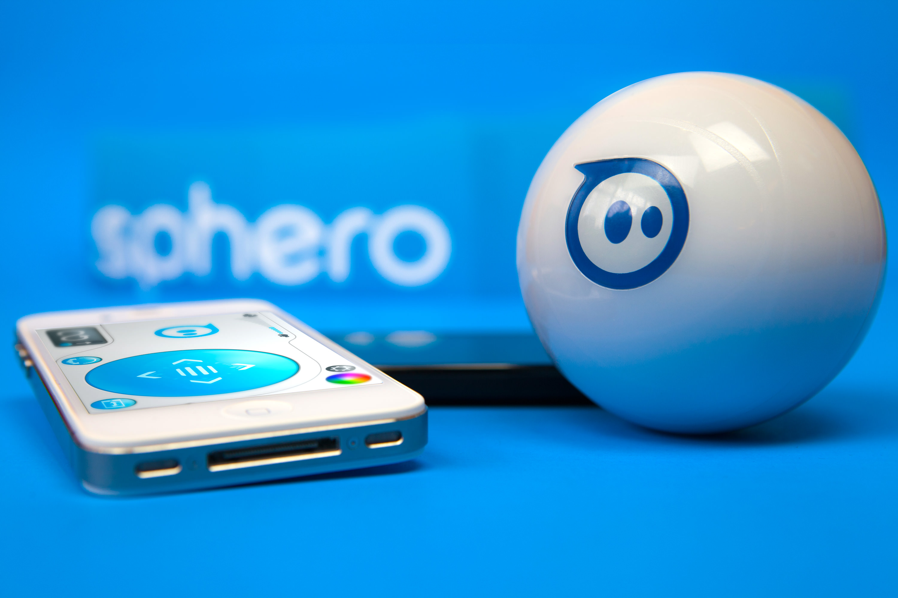 HERO-option-1-Sphero-with-phones-blue