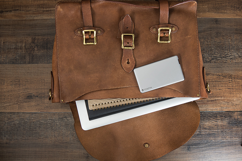 PWRSTION-4K-ALM-LEATHER-BAG-LAPTOP_800px